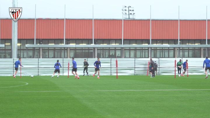 El Athletic trabaja con intensidad bajo la lluvia