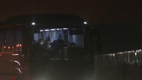 EEUU evacua a sus ciudadanos confinados en el