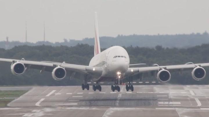 Plutselig tar vinden tak i gigantflyet