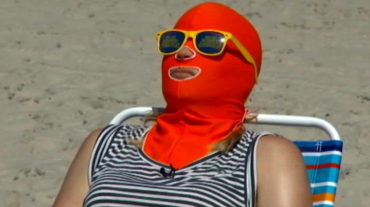 Glem solkremen - dette er siste mote på stranda
