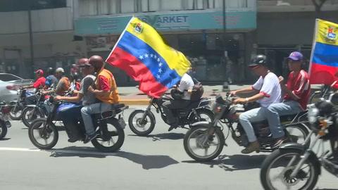 Miles de chavistas marchan en rechazo a