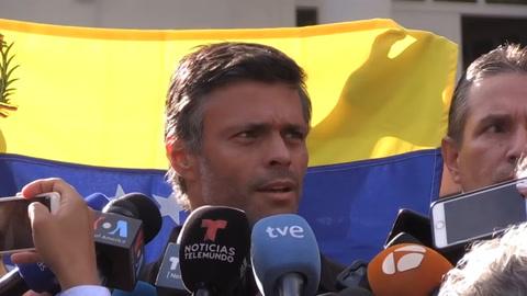 Opositor venezolano Leopoldo López en camino a España tras salir de la embajada en Caracas