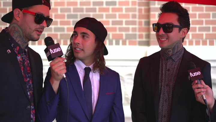 Pierce The Veil Give Love To The Fans At The APMAs