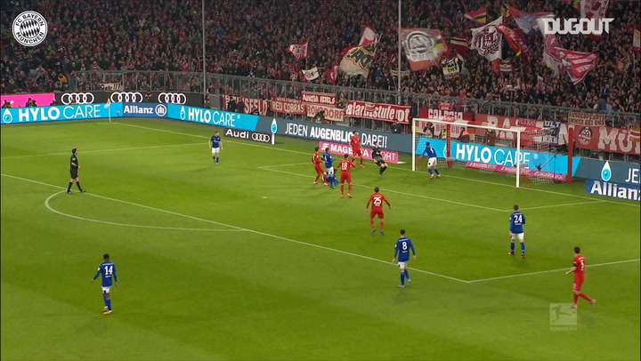 Robert Lewandowski's volley opens scoring against FC Schalke 04