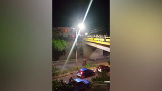 Lanzan contenedor de basura desde puente del anillo periferico