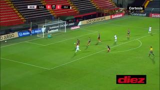 Edwin Rodríguez le sacó pintura al palo en la jugada más clara de Olimpia ante Alajuelense