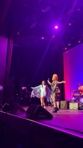 Kesha & Cyndi Lauper Perform