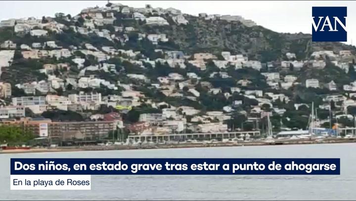 Dos niños, en estado grave tras estar a punto de ahogarse en la playa de Roses