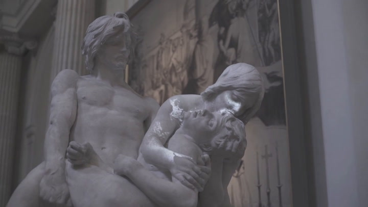 Watch Classical Sculptures Spring To Life Through The Magic Of Projection Mapping