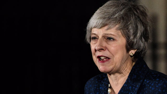 Theresa May survives 'no confidence' vote