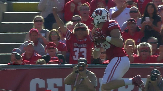 Wisconsin extends their lead thanks to Alex Hornibrook connecting with Zander Neuville for an 8-yd touchdown