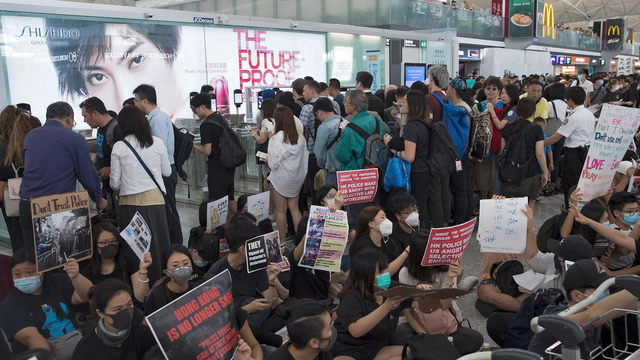 Hong Kong airport cancels flights for second day as protesters barricade departure gates