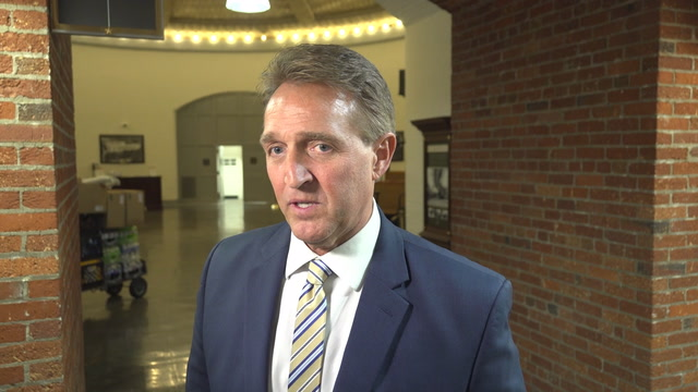 Flake: 'An American president shouldn't use language of a dictator'
