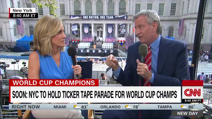 Bill de Blasio says he'd use executive action to ensure equal pay for national sports teams