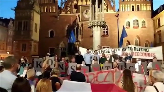 Polish protesters rally against changes to court