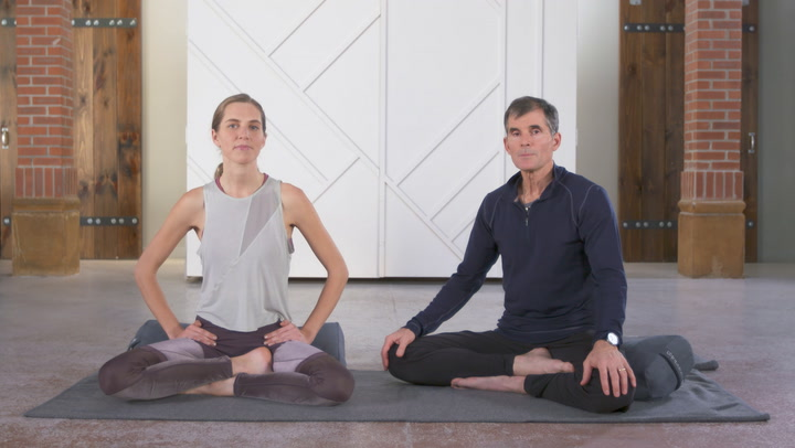 Pranayama 101: A Daily (Hands-Only) Vinyasa Practice to Connect to Your Breath