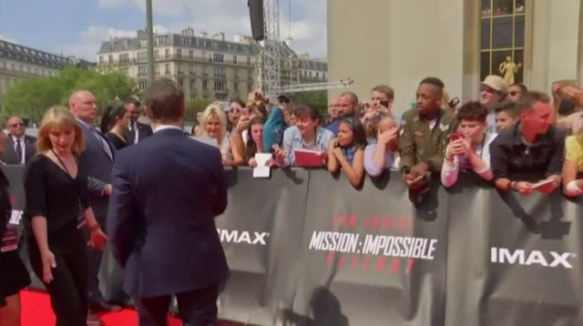 Tom Cruise loves his fans