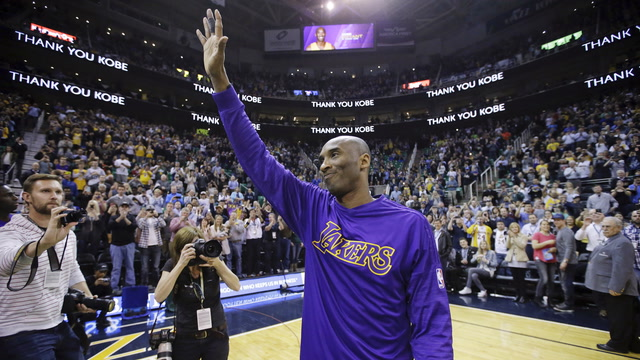 The sports world reacts to Kobe Bryant's death