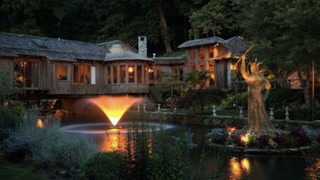 'African Queen' Home Floats Onto the Market in Missouri for $8.9M