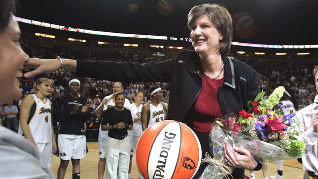 How Anne Donovan was a trailblazer in women's basketball
