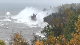 Storm creates large waves on North Shore