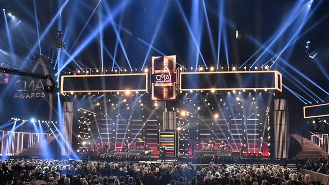'Let the music unite us': CMA Awards honors Thousand Oaks shooting victims