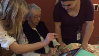 Cloquet students teach seniors to use ipads