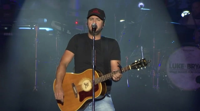 Luke Bryan opens new restaurant with free concert
