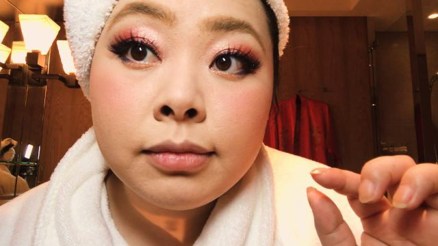 Naomi Watanabe���s Guide to Glitter Eyes and Bold Lips