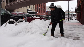 Duluth digs out of morning snowfall