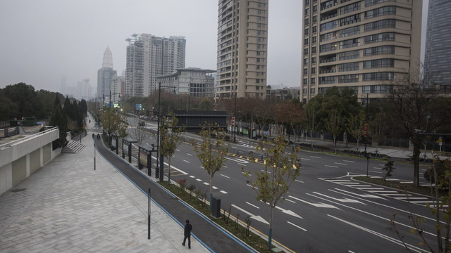 Wuhan residents shout words of encouragement from high-rise apartments