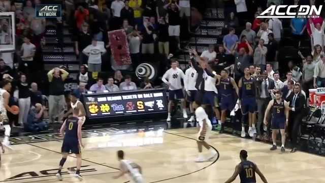 Notre Dame's Matt Farrell Drains Game-Winning 3 vs. Wake Forest