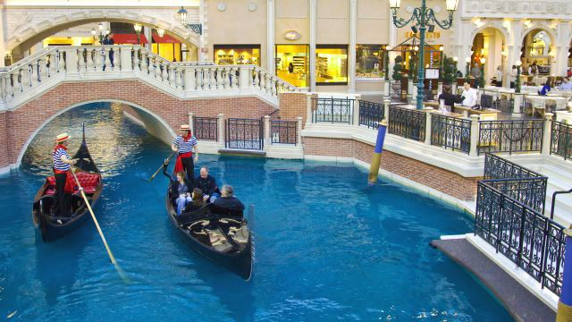 The 8 Most Impressive Shopping Malls in the World
