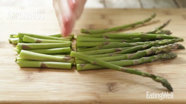 How to Make 5-Ingredient Asparagus Pizza
