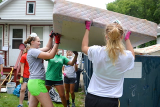 Ridgewater College volleyball team helps homeowner clean up flood damage