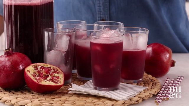 How to Juice Pomegranates