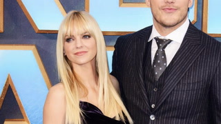 Now Living Single, Anna Faris Lists Hollywood Hills Home