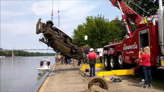 Vehicle submerged in 1976 pulled from Mississippi River at Red Wing