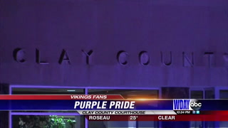 'Skol Vikings': Clay County Courthouse employees install purple lamps