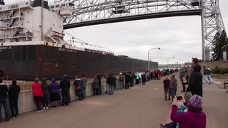 Ship enters Twin Ports after Lake Superior storm