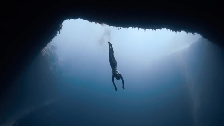 This Is How Free Divers Defy Science at 214 Meters Down