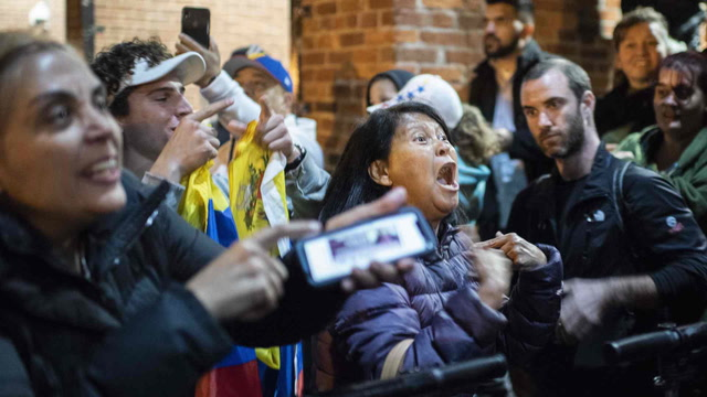 Protesters sing as demonstrations continue at Venezuelan Embassy