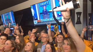 Fargo bar goes nuts when Eagles pick Carson Wentz