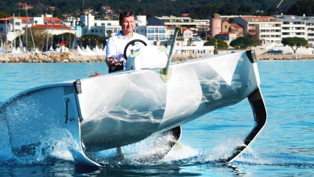 Seabubbles' Flying Water Taxi Cuts Pollution and Travel Time