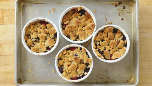 Hw to Make A Mixed Berry Crisp